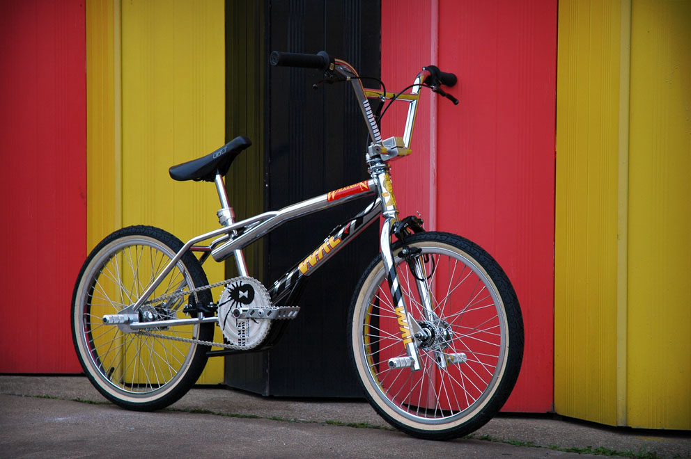 http://www.sirmerlin.com/wp-content/uploads/2012/08/wilkerson_airlines_riot_bmx_front_view_drive.jpg
