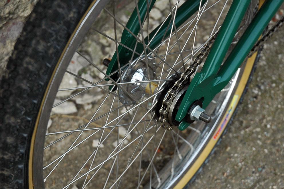 http://www.sirmerlin.com/wp-content/uploads/2012/09/standard_bykes_trailboss_bmx_peregrine_wheel_back.jpg