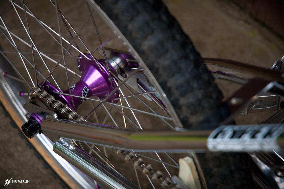 http://www.sirmerlin.com/wp-content/uploads/2013/08/hyper_metro_pro_xl_bmx_1993_rear_hub_purple.jpg